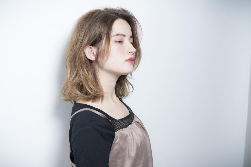 口コミで人気の自由が丘の美容室(ヘアアロン,美容院)keep hair designが提案するハイトーンウェーブミディアム