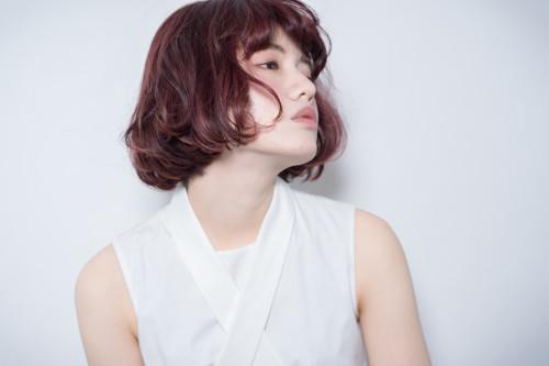 口コミで人気の自由が丘の美容室(ヘアアロン,美容院)keep hair designが提案するインナーカラーレッド系パーマボブスタイル