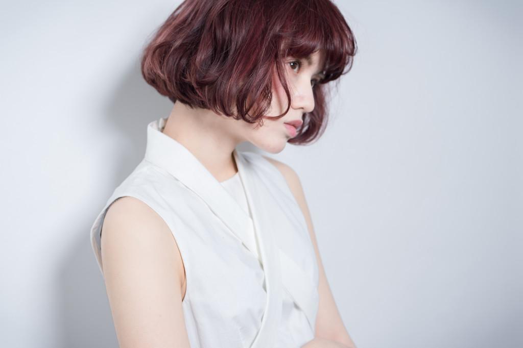 口コミで人気の自由が丘の美容室(ヘアアロン,美容院)keep hair designが提案するインナーカラーレッド系ウェーブボブスタイル
