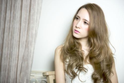 口コミで人気の自由が丘の美容室(ヘアアロン,美容院)keep hair designが提案する外国人風アッシュベージュヘアカラーロングヘアスタイル