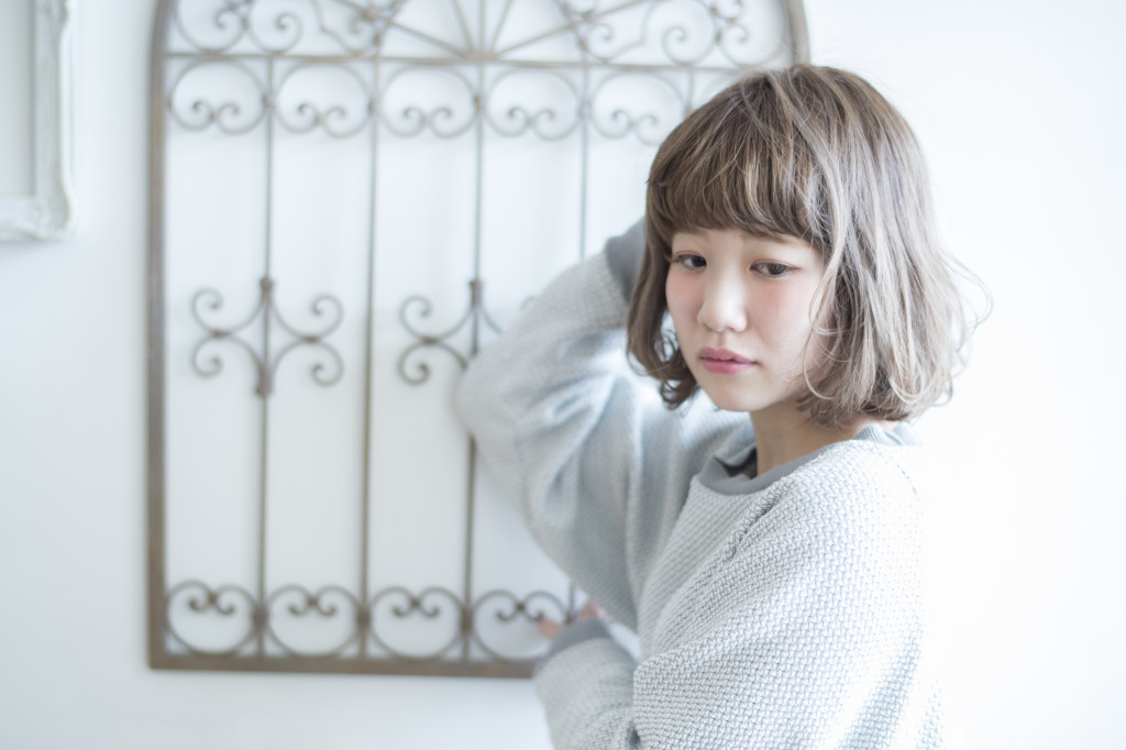 アッシュ系ヘアカラー/インナーカラーボブスタイル(齋藤綾乃)